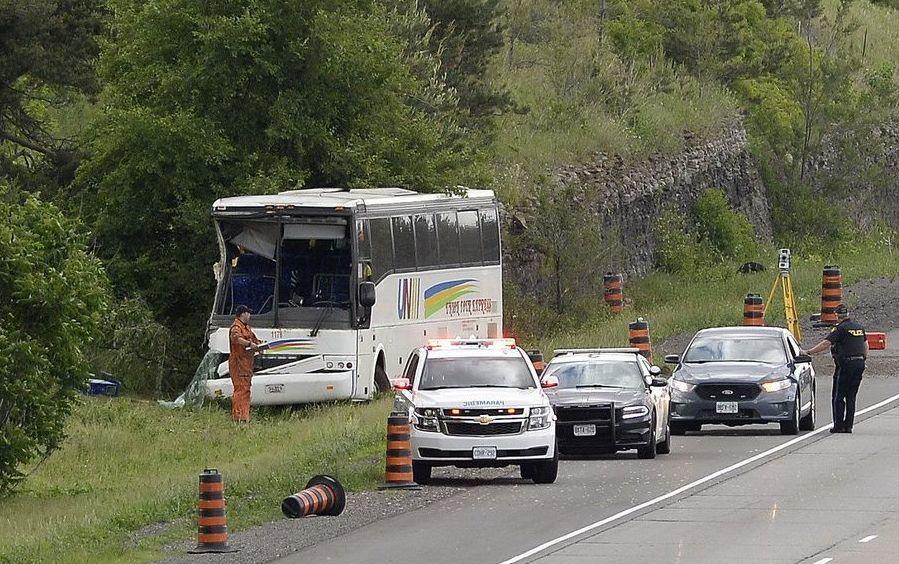 <strong>不幸!中国游客大巴在加拿大出车祸,已</strong>