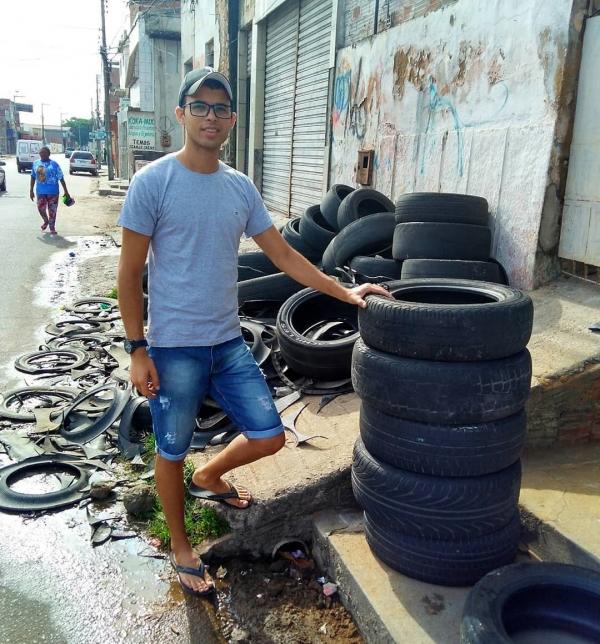 23岁男创新「垃圾变神物」跃上国际舞台!废弃轮胎「大改造」让全世界都想要!