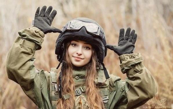 <strong>俄罗斯25岁甜美正妹,竟然有连男生都吓倒的「超硬派兴趣」!? 全球爆红超狂</strong>