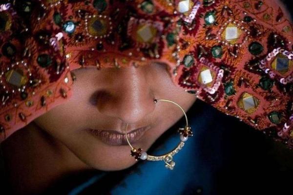 <strong>去印度绝不要靠近「鼻子上有环的女人」!一旦靠近,下场有多惨很难想像....</strong>