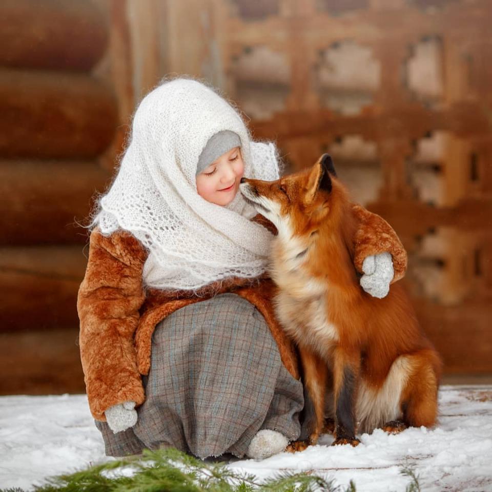 """俄罗斯孩子和""""列那狐""""!人与自然的和谐之美  找话题"""